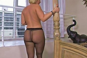 Buxom Mature Hottie Mellanie Monroe Gets Her Pussy Polished And Fucked