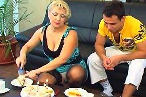 A Plump Blonde Granny Free Mature Porn Video 8d Xhamster